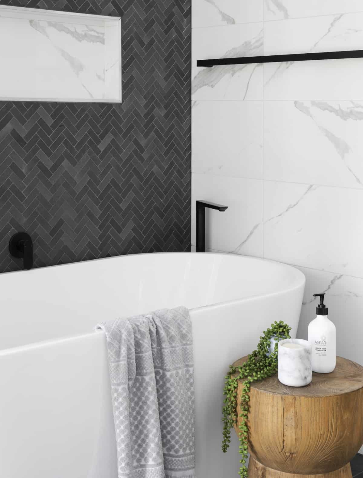 negro y blanco elegancia total en el bano