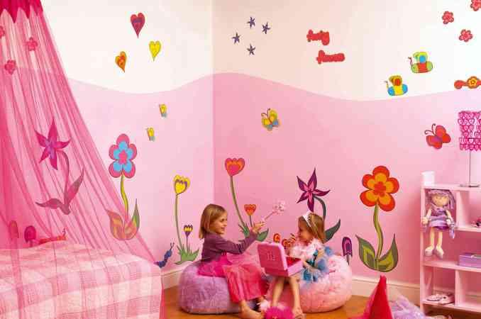 Adhesivos decorativos para las paredes de una habitación infantil