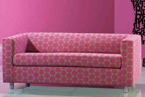 sofa rosa y verde retro
