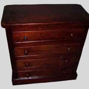 Restauración de muebles: cajonera de madera