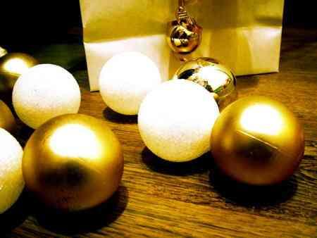 color dorado para navidad