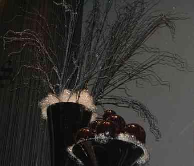 Decoración navideña y adornos en negro