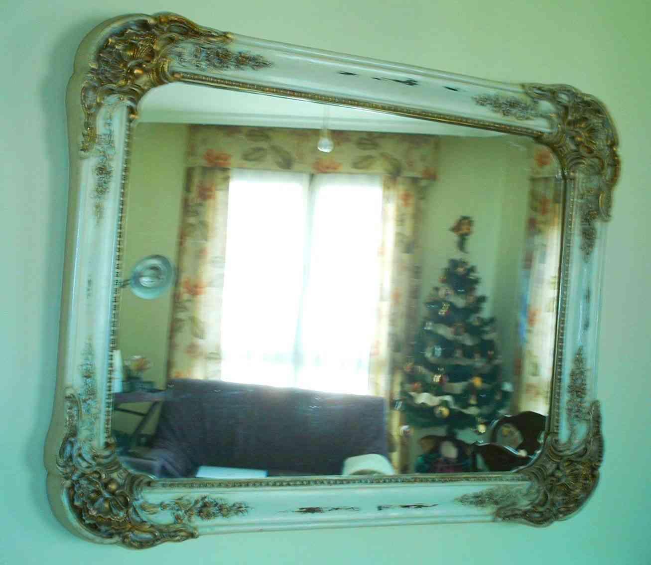 Espejo con marco decapado