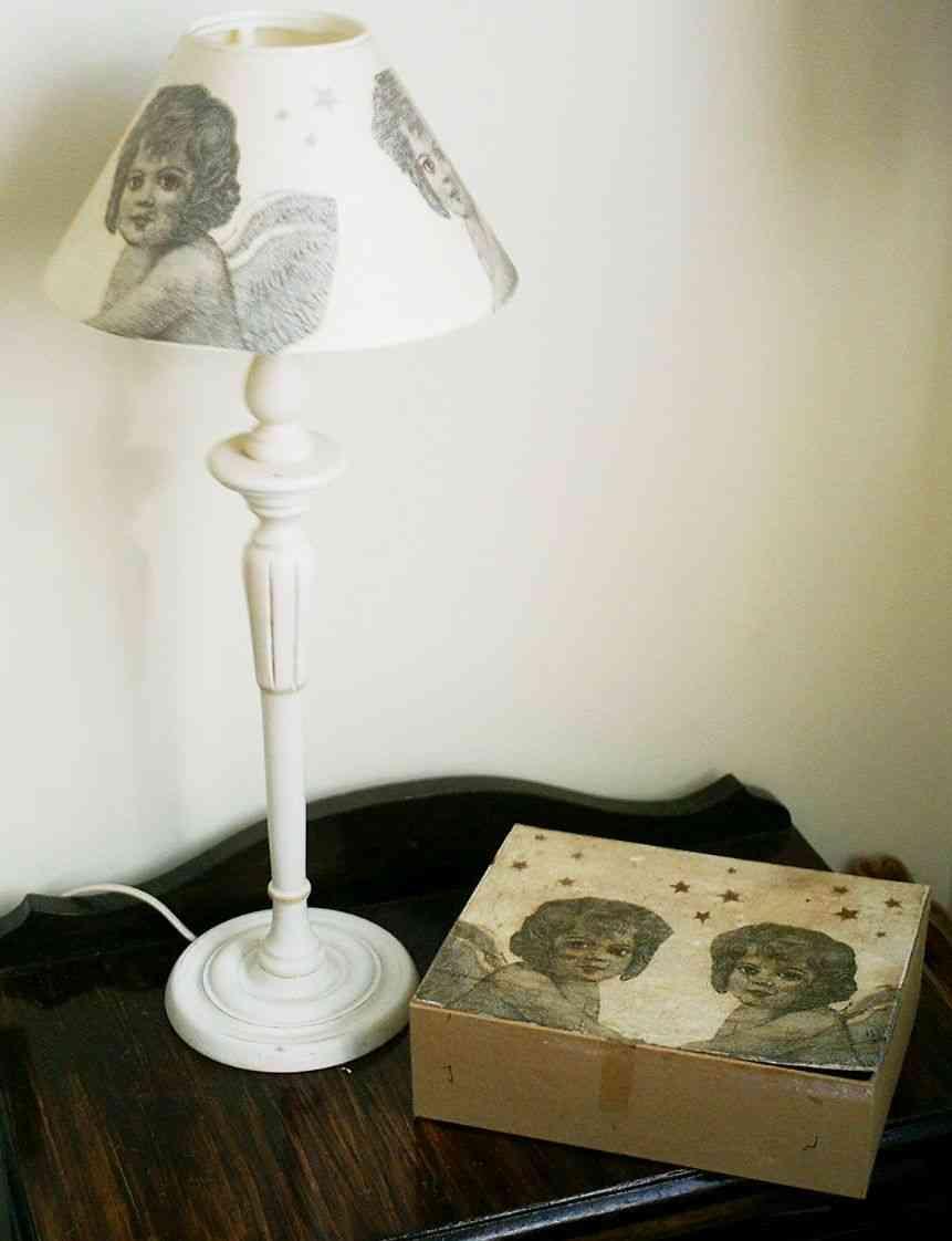 lámpara y caja de motivos combinados