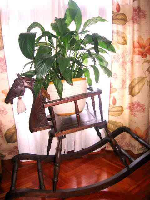 Caballito restaurado de madera para el salón