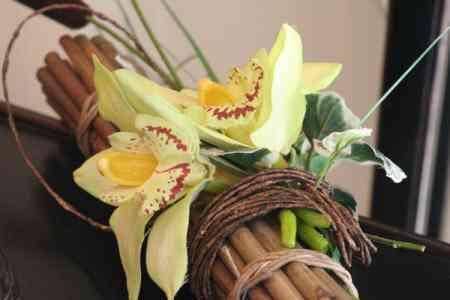 centros de flores modernistas retama