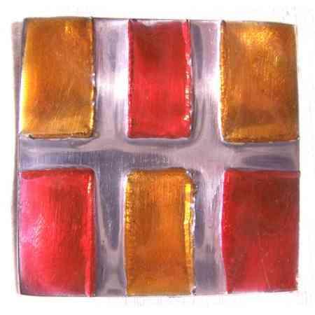 detalle decorativo cristal coloreado cuadrado brujula sur