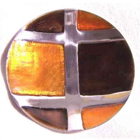 detalle decorativo cristal coloreado redondo brujula sur