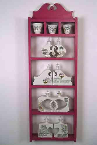 estante con adornos ceramicos stephanie dearmond