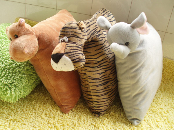 animal-cushion-c-1303a-b-c.jpg