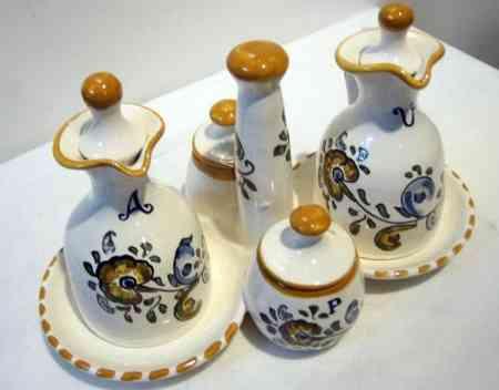 Un bonito juego para el aceite de oliva y complementos