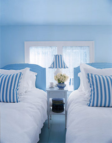 a20blue-and-white20bedroom_xlg-90660546