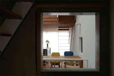 sandwich_casa_decoracion_estrecha_minimalista (3)