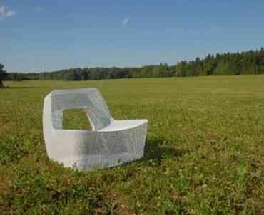 Peppered y Cool, silla y mesa de Charlie Davidson para el jardín