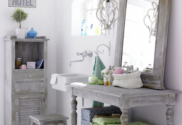 Un cuarto de baño clásico pero envejecido 1