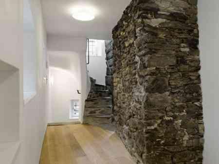 Piedra y madera como elementos decorativos 1
