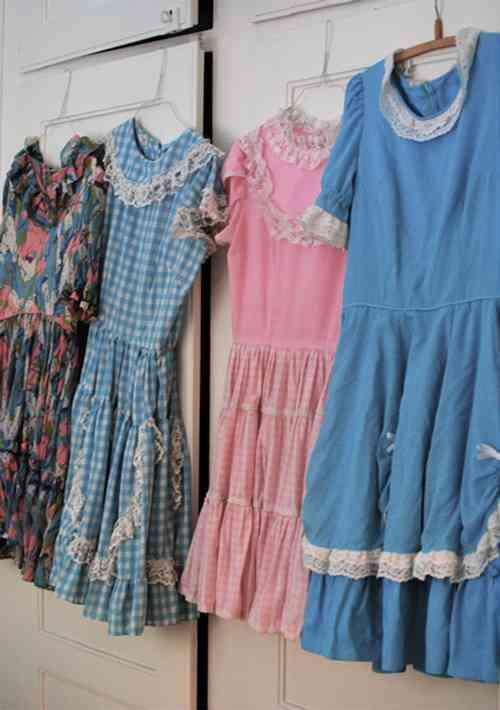 Decora con vestidos de época 5