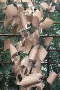 Una lluvia de papeles para inmortalizar un rincón 1