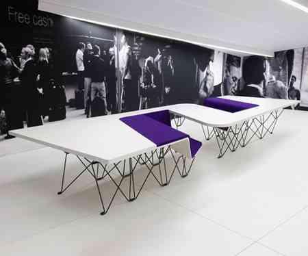 SitTable, una mesa con sillas incorporadas muy moderna 1