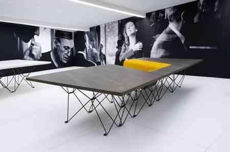 SitTable, una mesa con sillas incorporadas muy moderna 2