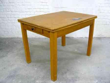 Una mesa con puzzle 1