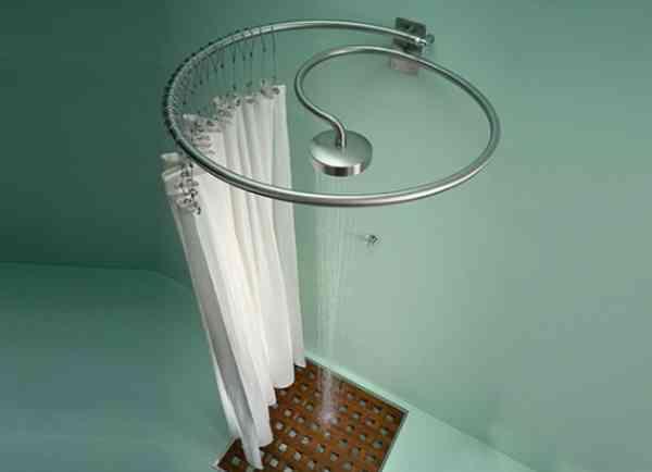 Badkamer Gordijn : Una alcachofa de ducha en la barra de las cortinas ...