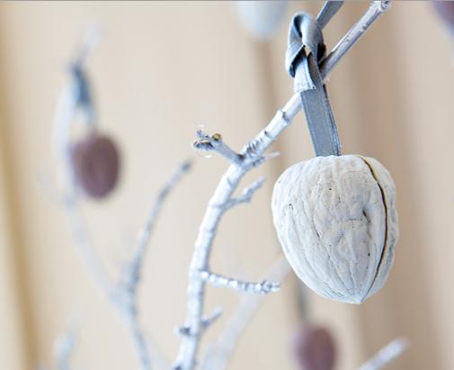 Un árbol de Navidad decorado con nueces 2