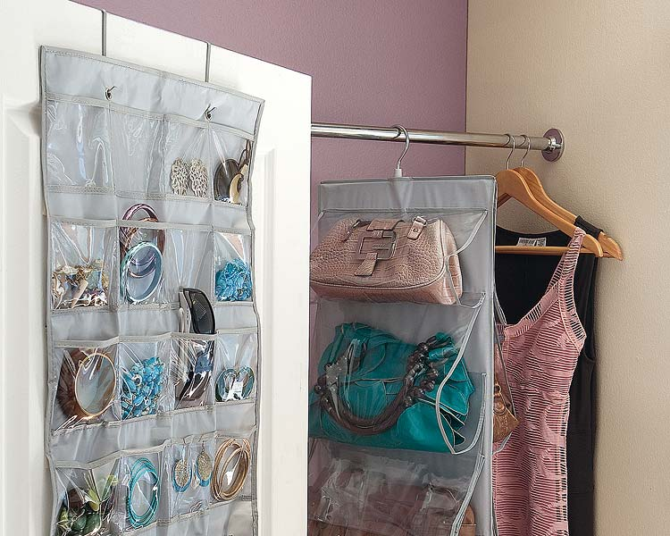 Ideas para organizar tu armario decoraci n de interiores - Perchas para bolsos ...