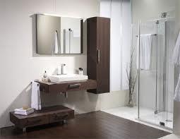 cuarto de baño sin plato de ducha