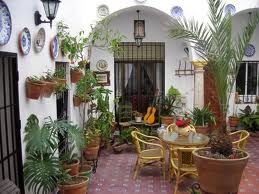 Decorar un patio decoraci n de interiores opendeco - Patios interiores andaluces ...