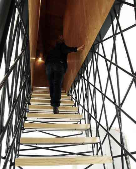 El desorden hecho estilo en una escalera 3