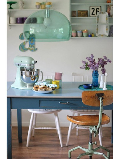 El color una buena alternativa para reciclar muebles for Decoracion alternativa interiores