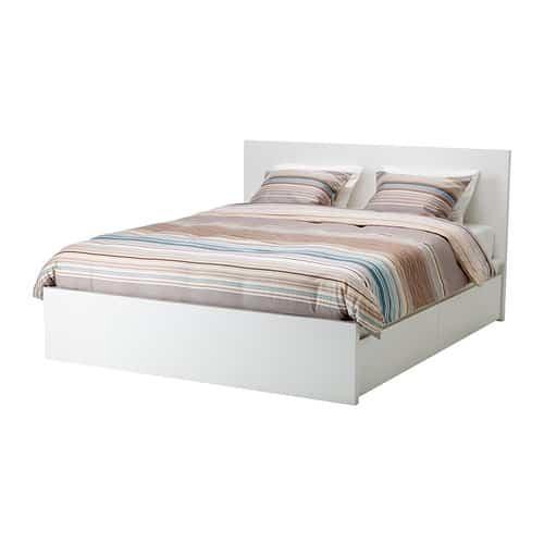 Nuevo catálogo IKEA, cama en piel 2