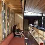 Mansión de madera con grandes ventanales de Herbst Architects 11