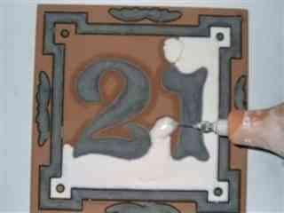 Azulejo pintado a mano con la técnica de la cuerda seca 3