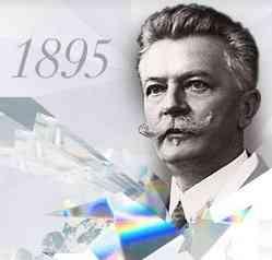 checa fue el hijo de un artesano dedicado a la talla de cristal