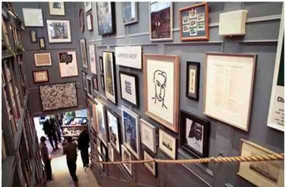 Dos buenas ideas para decorar escaleras decoraci n de - Decorar pared subida escalera ...