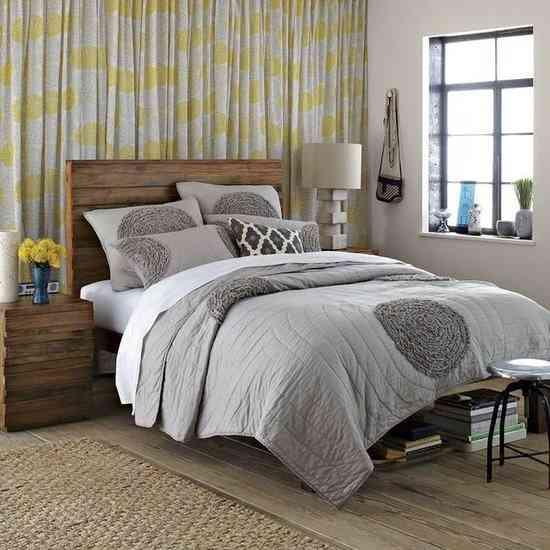 Cortinas De Baño Novedosas:Curtains On Wall Behind Bed