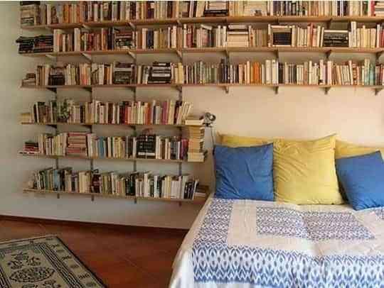 Una habitaci n con libros decoraci n de interiores - Libros de decoracion de interiores ...