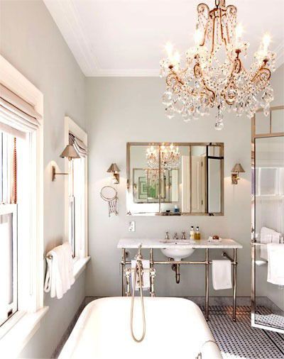 Cortinas De Baño Novedosas:Bathroom with Chandelier