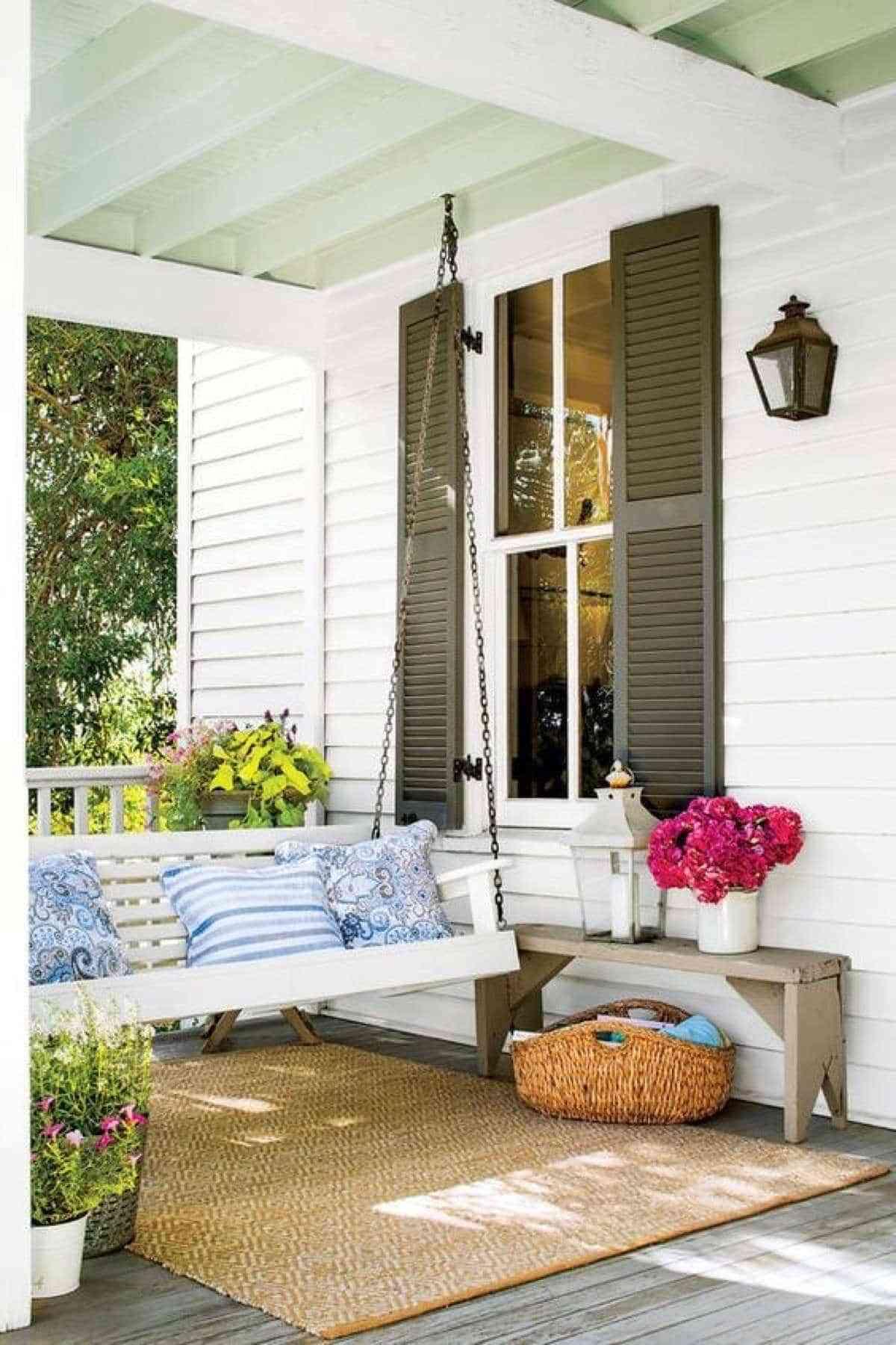 decorar el porche con un columpio