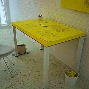 Una mesa de post-it gigantes 1