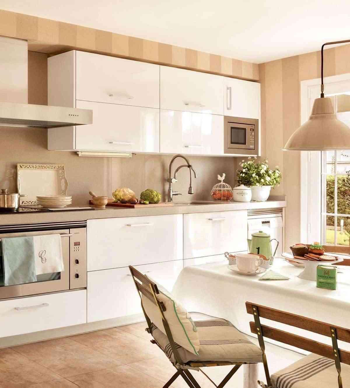 Blanco y beige colores para el verano for Muebles para una cocina