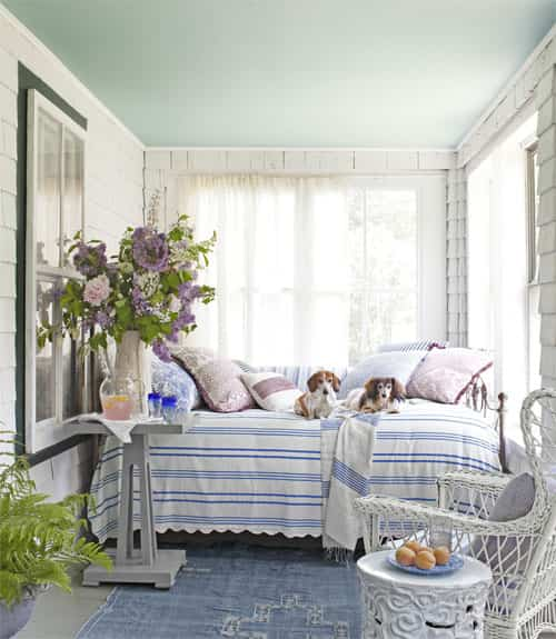 Un estilo rom ntico para un porche cerrado decoraci n de interiores opendeco - Decorar un porche cerrado ...
