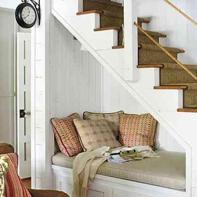 Sof bajo la escalera decoraci n de interiores opendeco for Sofa bajo escalera