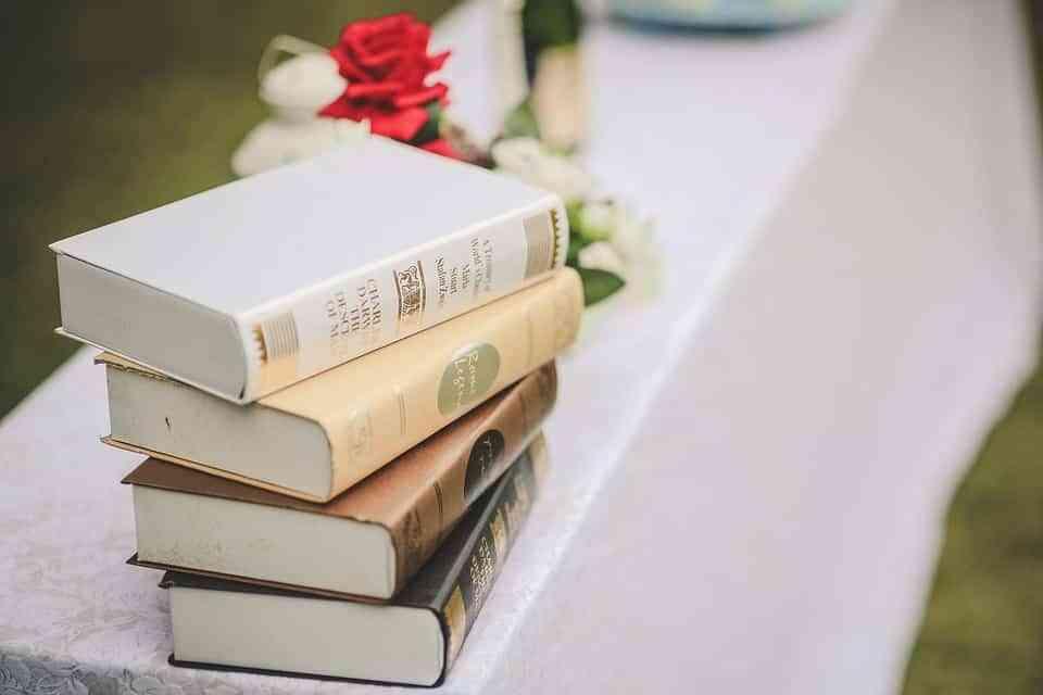 Ideas para decorar con libros 3