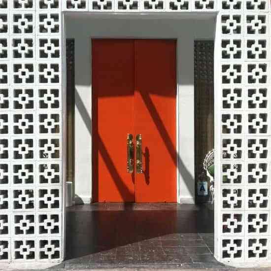 Una puerta en rojo para unos aires orientales 1