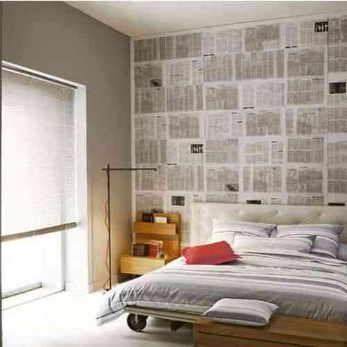 Decorar las paredes con periodicos