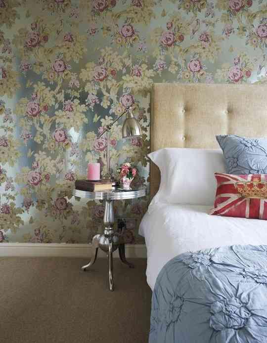 Papel pintado con flores for Papel para paredes de habitaciones