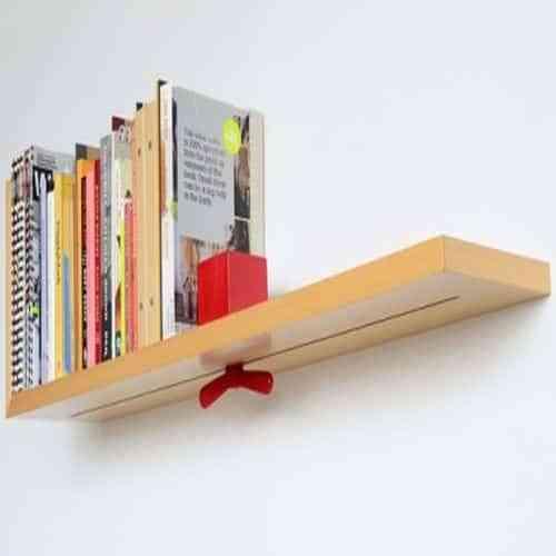 Ordenar los libros con un estante autoajustable
